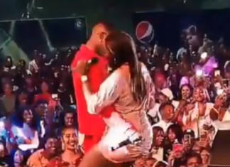 VIDEO: Wizkid Rejects Tiwa Savage As She Begs Him To Grab Her Butt On Stage
