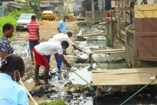 FG to pay jobless youths N20,000 monthly to sweep markets, clear gutters