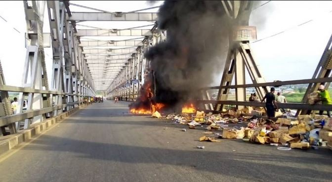 Breaking News: Commotion As Truck Catches Fire On Niger Bridge