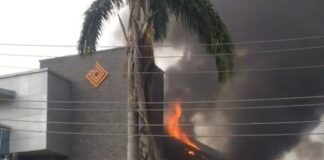 BREAKING NEWS: Fire Guts Access Bank In Lagos