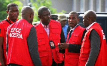 Journalist Narrates How EFCC Operatives Broke Into Home At Midnight